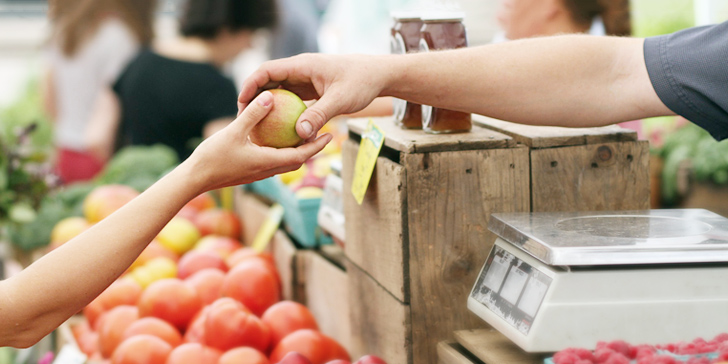 リンゴを売買する店